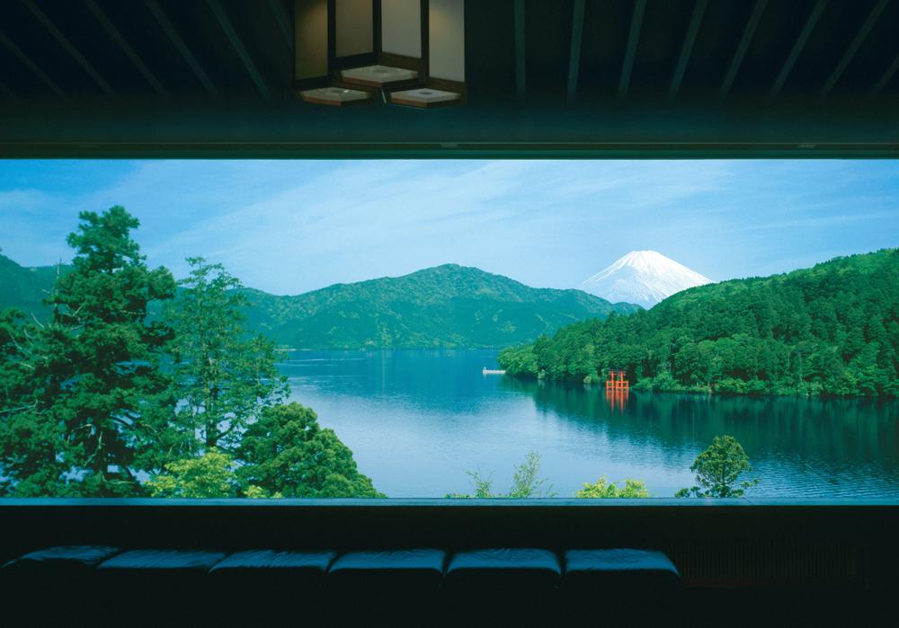 展望室より見る芦ノ湖富士