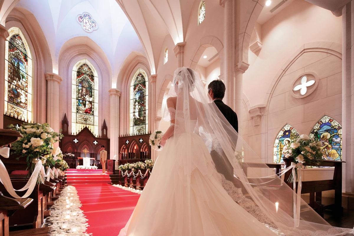 結婚式場がたくさんあって<br />選べないおふたりに