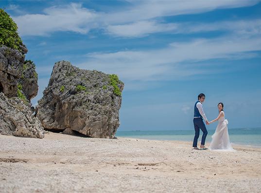日本中のカップルから圧倒的な人気を誇る楽園リゾート沖縄<br/>で「ここでしか残すことができない」最高に美しい結婚写真を☆