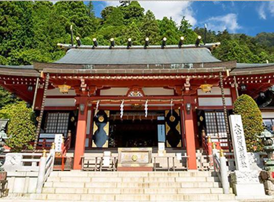 「パワースポット」大山阿夫利神社と 風情あるおもてなしの旅館で 家族の絆を結ぶ 心あたたまるウェディングを