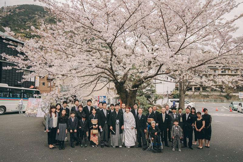 桜満開!!笑顔いっぱい☆親族みんなで想い出の旅館で結婚式♪